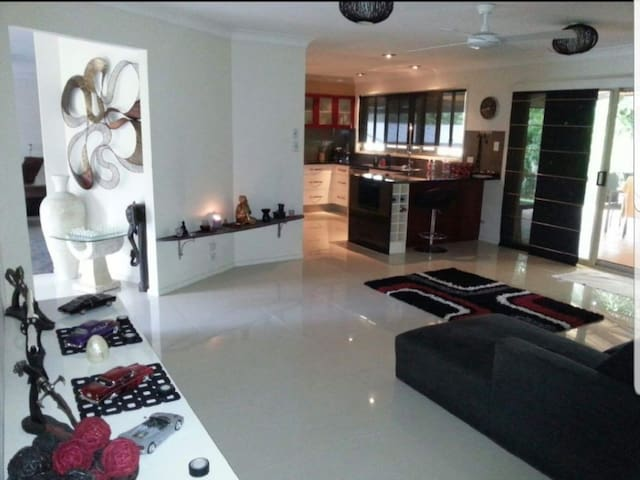 Luxury Smart Home!Pool,Pets & theme parks 2mins