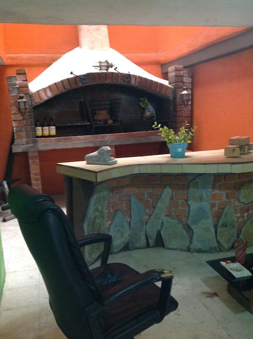 Zona con cantina y Parrilla Profesional excelente para reuniones en familia!
