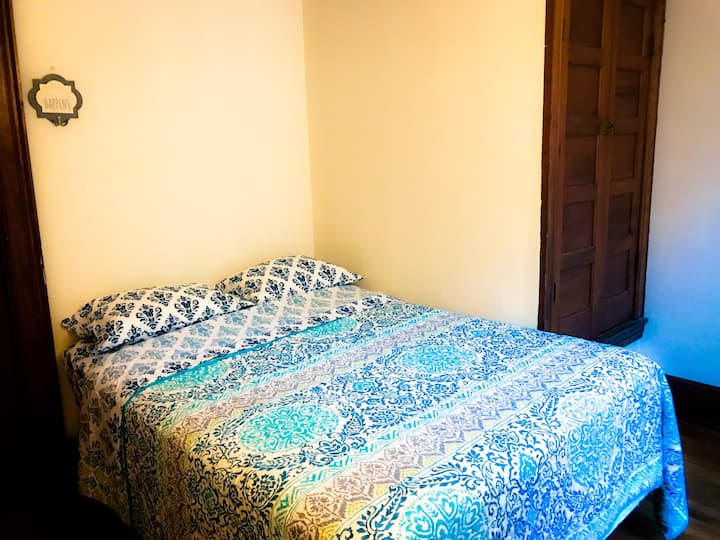 Cozy private room for 2 near S.U. and downtown
