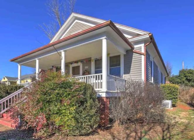 Charming, mountain view, convenient - Charlottesville - House