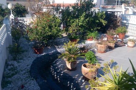 Jacuzzi and a river in your own garden ! Perfect ! - Málaga - Apartamento