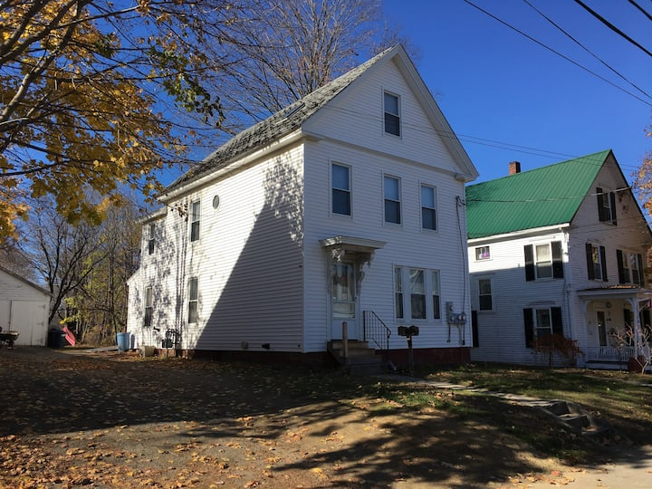 Townhouse 1st floor 1 br apt in downtown Laconia