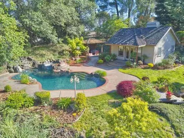 Fair Oaks single house with garden and pool!