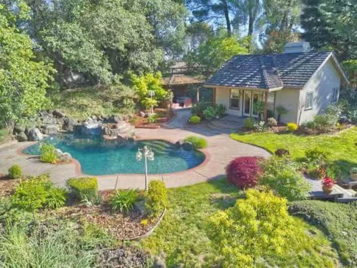 Fair Oaks home with garden and swimming pool!