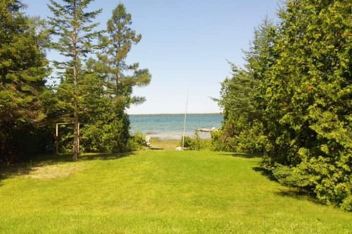 Waterfront Cottage: Sunsets, Kayaks, Privacy!