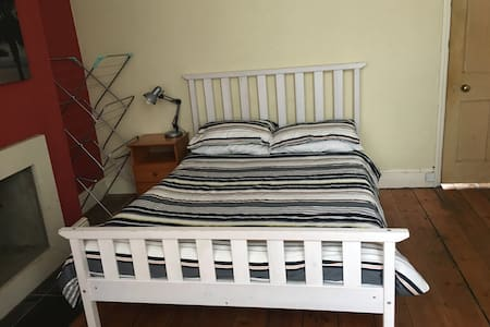 Guildford Central -Next to station - Guildford - Talo