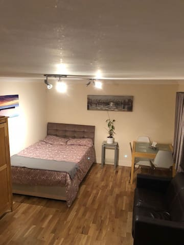 LARGE DOUBLE BEDROOM WITH PRIVATE TOILET (CHEAP!!)