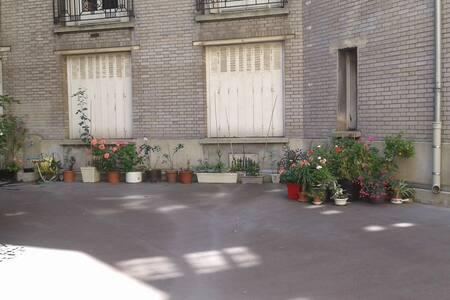 Private Bedroom close to Eiffel Tower - Paris - Apartment