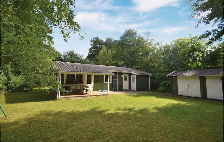 Holiday cottage with 3 bedrooms on 73m² in Glesborg