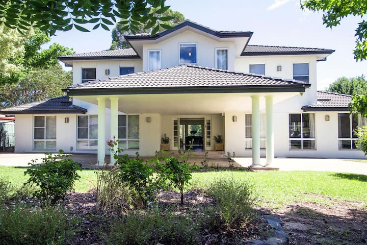 Mudgee Country Grandeur - A Private Home Retreat