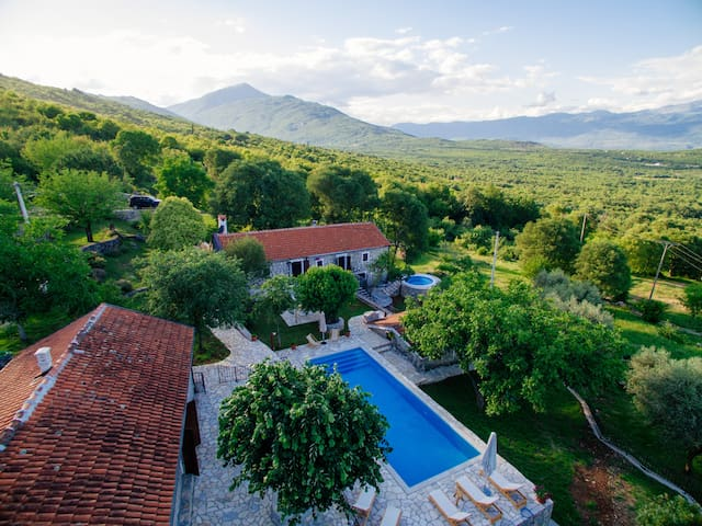 Etno Resort Grandfather's Secret Villa Smokvica