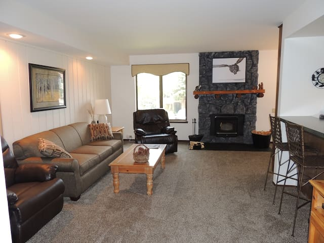 A corner unit that captivates the natural beauty of being in the mountains #117