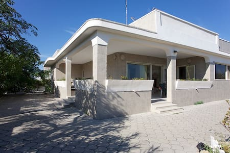 Villa on the beach for up to 9 guests - Torre Rinalda - Villa