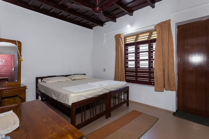 Yoga Homestay In The Countryside - Vengoor West - House