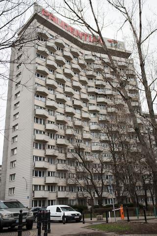 """Apartament ,,Przy Torwarze z widokiem na Wisłę""""."""