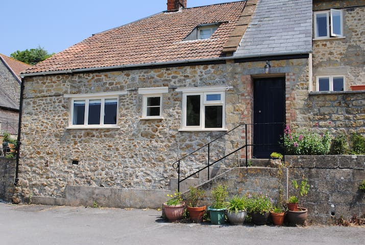 Large and pretty cottage, Netherbury, Bridport