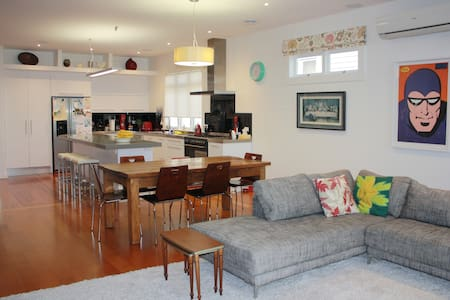 Family Friendly Point Chevalier Bungalow - Auckland