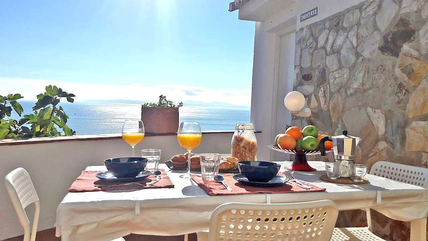 Amazing sea view breakfast