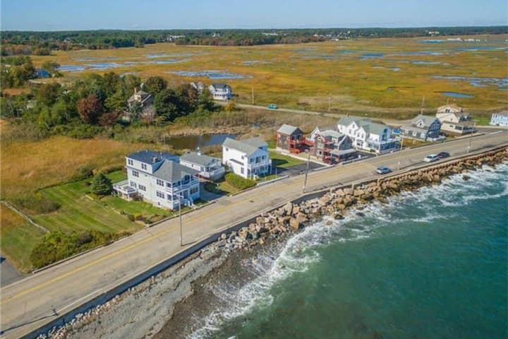 Ocean and Marsh Oceanfront Views w/ Full Kitchen