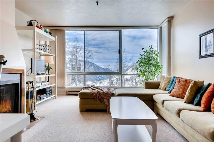 Ski in/Ski Out Quaint Condominium with Fireplace and Mountain View - The View #11