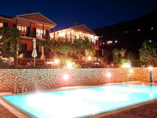 Stella Di Mare 2 Bedroom Seaview Poolside 2