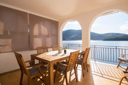 Apartment Mikulina Luka direct on the beach