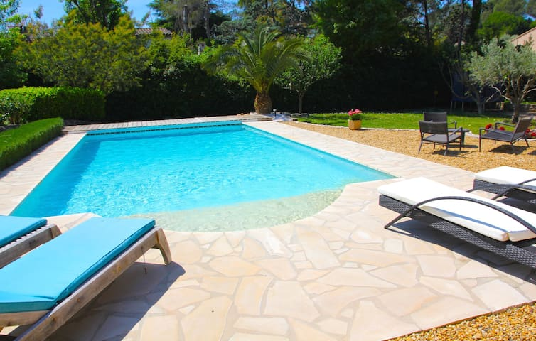 Family villa with pool Roquefort les Pins sleeps 8