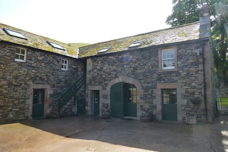 GRANARY COTTAGE, Mosedale, Caldbeck Fells, Nr Keswick - Penrith - Casa