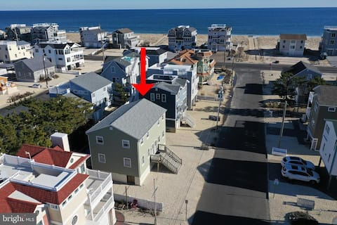 Two-Story Condo 4 Houses to the Beach in Holgate