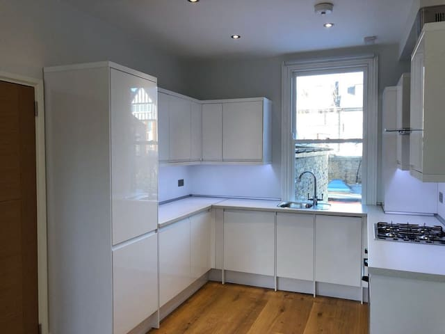 Fully equipped kitchen with washing machine, dishwasher, fridge, freezer, microwave, oven, four-ring gas hob, kettle