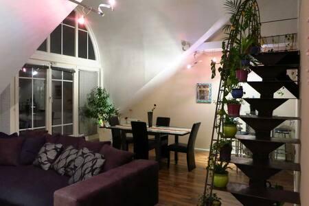 Schöne Wohnung für Paare, Familien o. Gruppen-86m² - Germering - 公寓