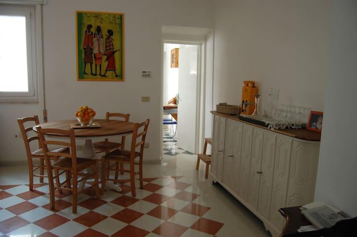 The colorful house - Viareggio - Rumah