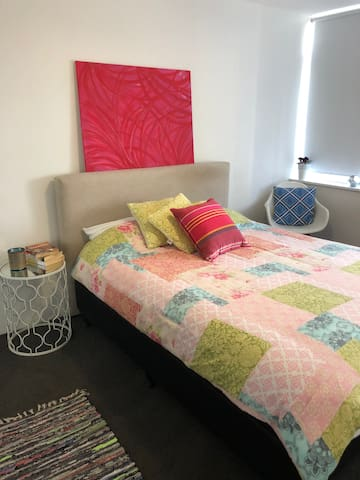 Modern Great value 2 bedroom with Netflix