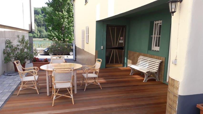 tolles Apartment im Erdgeschoss mit Rheinblick