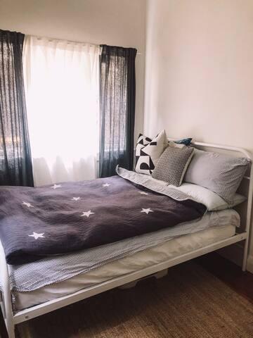 Cozy Bedroom in Bondi Beach