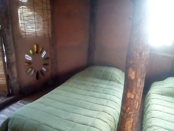 Eco Hostel de Barro. Habitación compartida