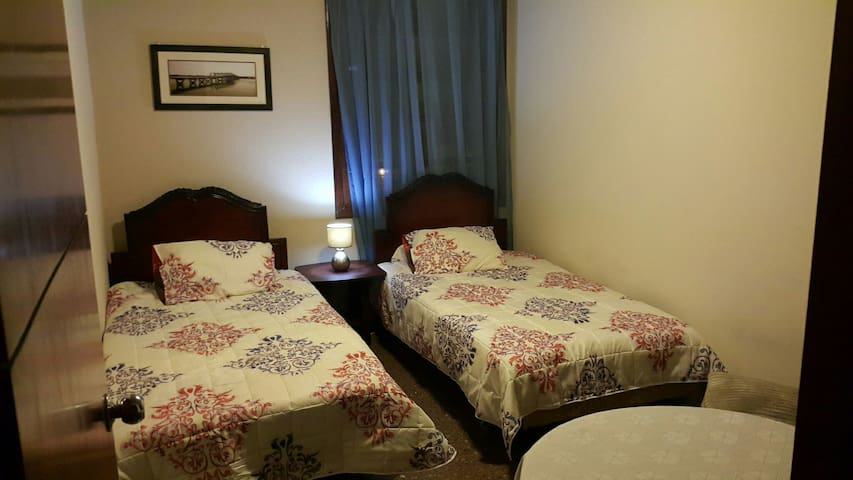Habitación confortable con 2 camas