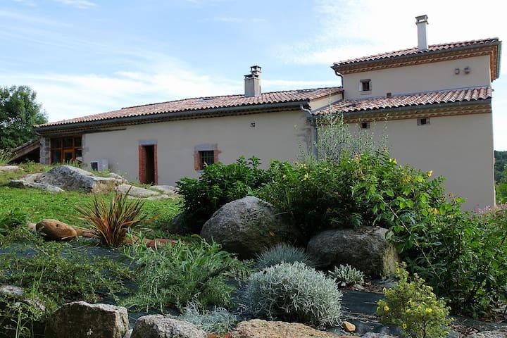 L'Arthuzié - Burlats - Rumah tumpangan alam semula jadi