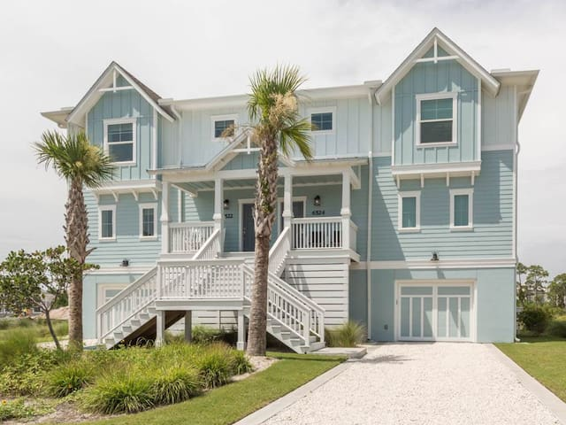 PRIVATE Beach 4 BR MULTI-FAM (3 ENSUITE)