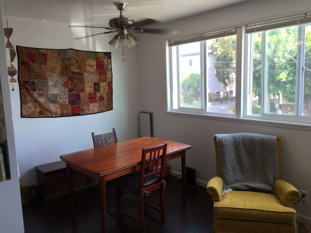 Charming 1 Bedroom By Lake Merritt Apartments For Rent In Oakland California United States