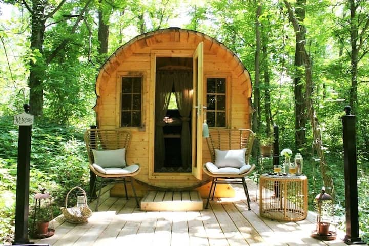 Luxurious Wine Barrel Glamping! Chocolates & Wine!