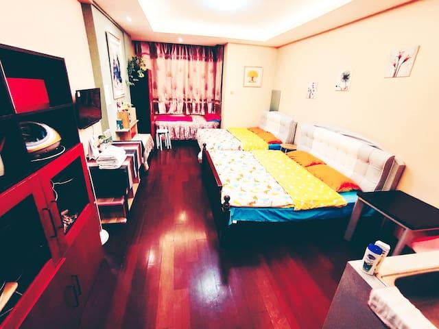 """天安门故宫附近楼下地铁站可步行看升旗133""""秒秒乐小屋""""2一5人月租房"""