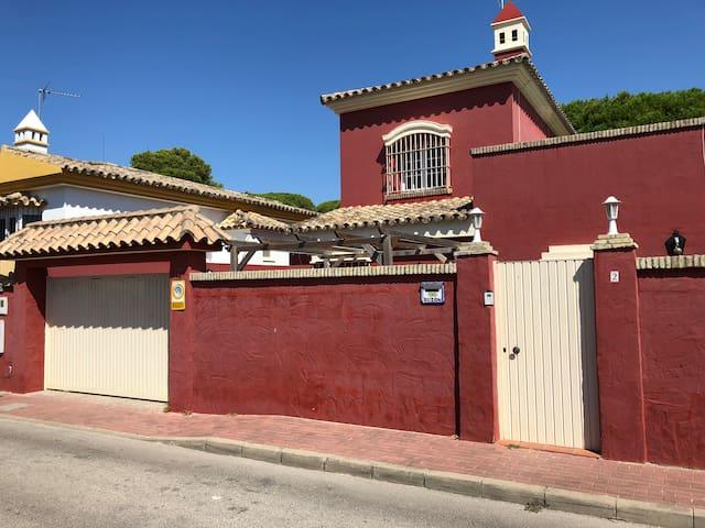 Fabuloso Chalet a 5 min de la playa Wifi/Parking