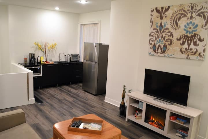 Spacious 1st flr private apt-central vibrant nbd!