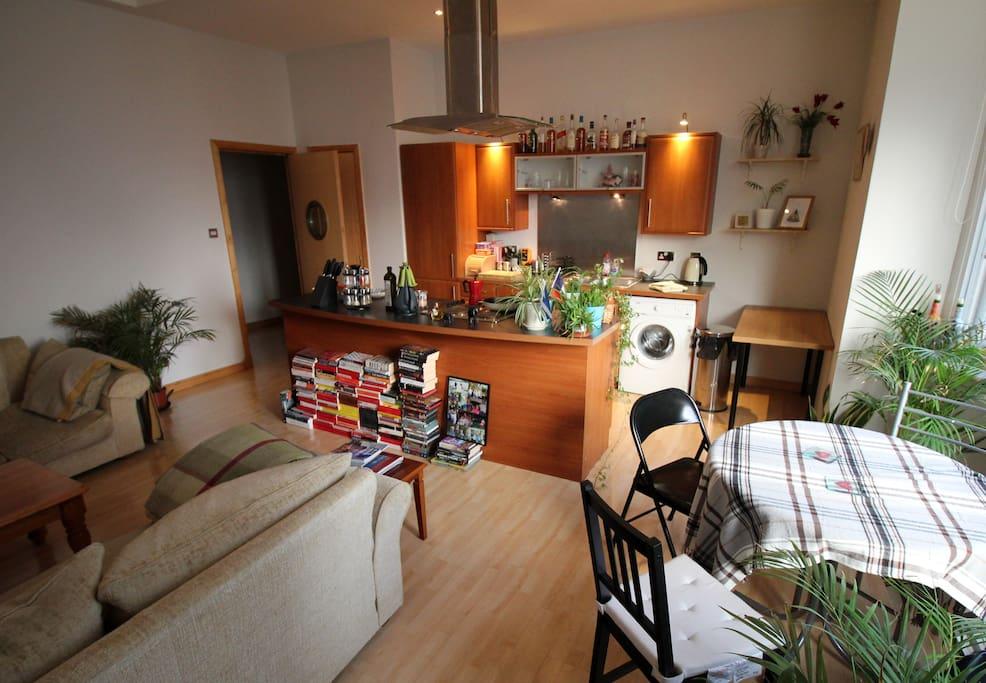 Living room again, kitchen island!