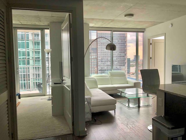Contemporary HighRise! Heart of Downtown HOUSTON