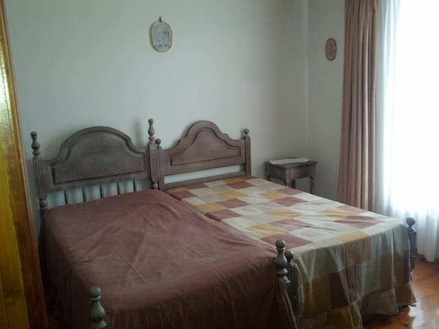 Yes!!! Só um quarto (2camas)! Just a room (2beds)! - Vila de Prado - House