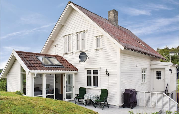 Amazing home in Skudeneshavn with WiFi and 3 Bedrooms
