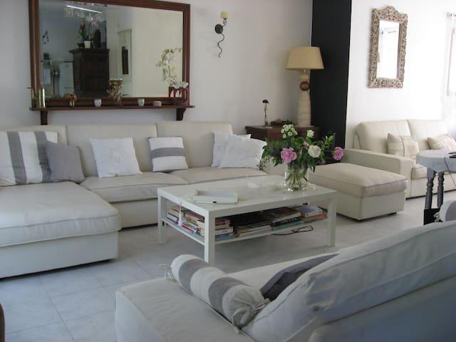 Independent room in villa near the sea - Villeneuve-lès-Maguelone - Villa