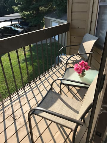 Cozy Apartment 15 minutes from Downtown Nashville!